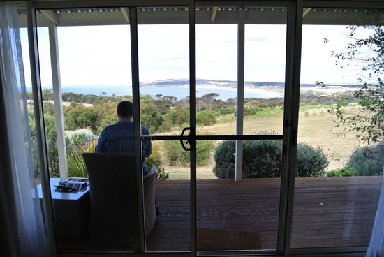 Seascape Lodge on Emu Bay: sitting outside