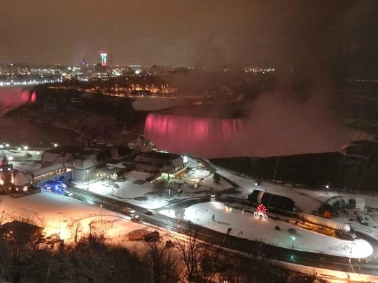 Niagara Falls Marriott Fallsview Hotel & Spa: View at night