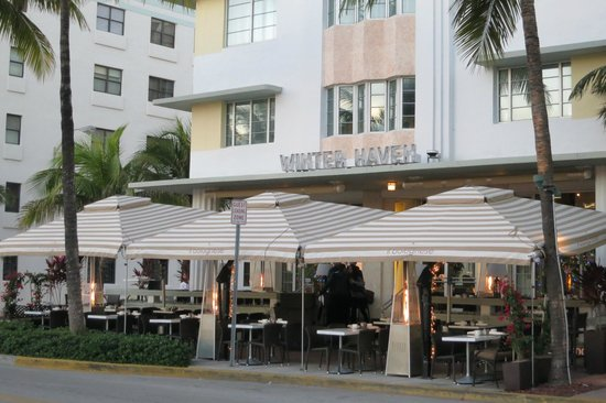 Winter Haven, Autograph Collection: Hotel front and sidewalk dining