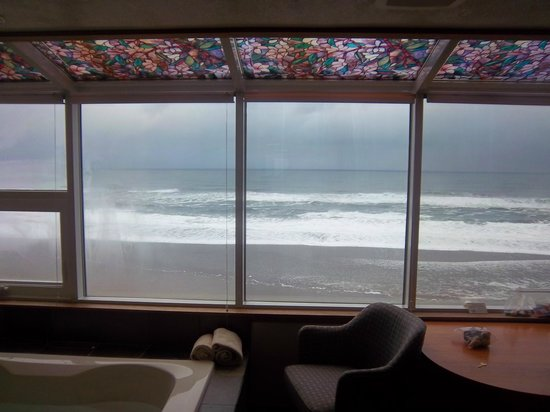 Nordic Oceanfront Inn: view was very OUTSTANDING!