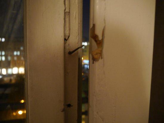 Balkontür Schließmechanismus Kaputt : balkont r schliessmechanismus bild von rila hotel sofia sofia tripadvisor ~ Buech-reservation.com Haus und Dekorationen