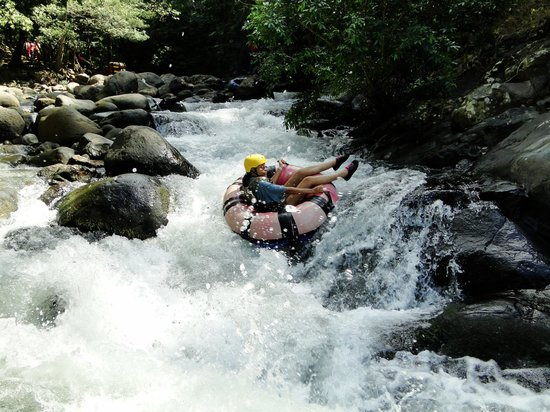 Adventure Tours Hacienda Guachipelin: Rafting