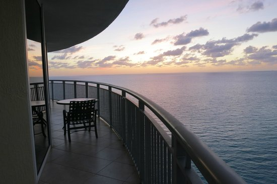 Doubletree by Hilton Ocean Point Resort & Spa - North Miami Beach: Balcony of 2 bedroom suite
