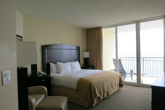 Doubletree by Hilton Ocean Point Resort & Spa - North Miami Beach: Master bedroom of 2 bedroom suite