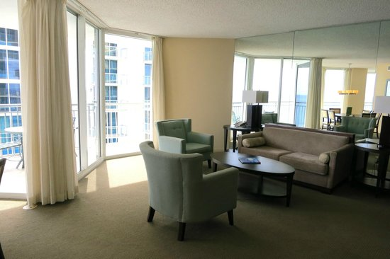 Doubletree by Hilton Ocean Point Resort & Spa - North Miami Beach: Living room of 2 bedroom suite