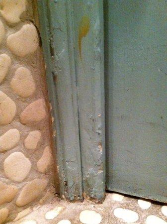 Les Degres de Notre Dame: bathroom's door in room no 10