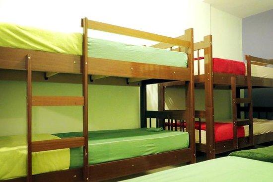 Adepta Hostel: Quarto com ar-condicionado e beliches, colchões d-45