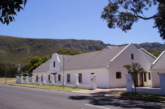 Hermanus Dorpshuys: B&B from outside