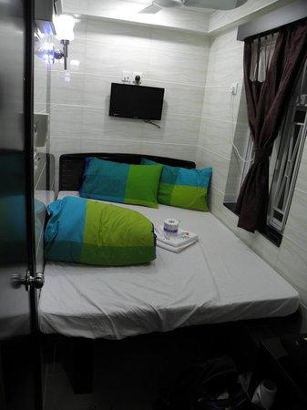 Canada Hotel: Room