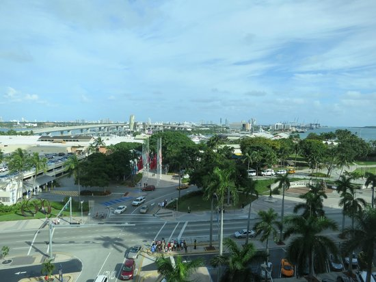 Holiday Inn Port of Miami Downtown: Room view looking over Bayside and port