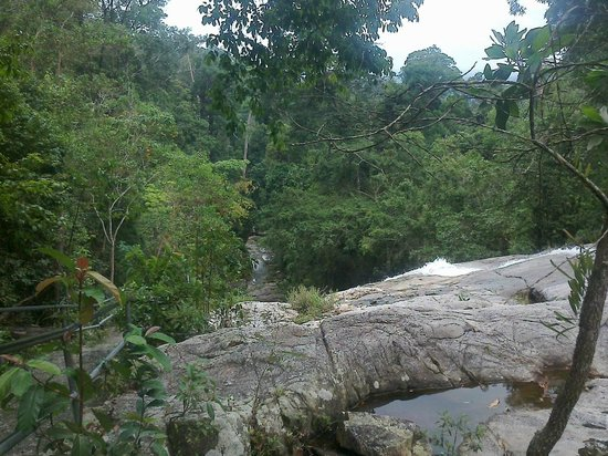 Gunung Ledang (Mount Ophir) : Looking down from the upper pool