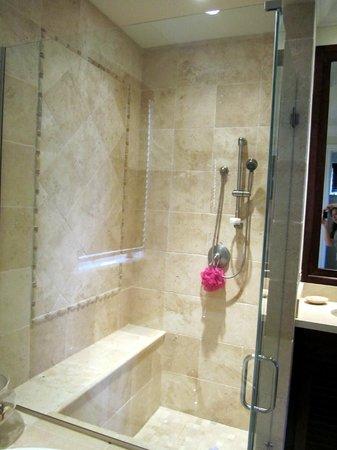 Grand Isle Resort & Spa: Shower 