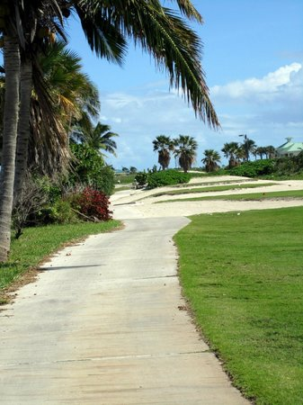 Grand Isle Resort & Spa: Golf course path near Sandals