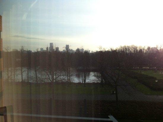 Van der Valk Hotel Rotterdam-Blijdorp: vue de la chambre sur zoo et Rotterdam