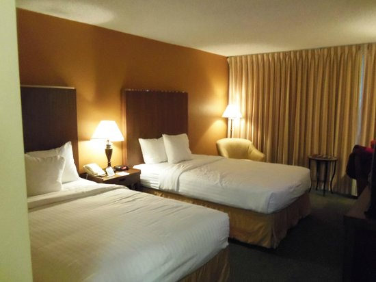 Four Points by Sheraton Kansas City - Sports Complex: Fourth floor room with double beds