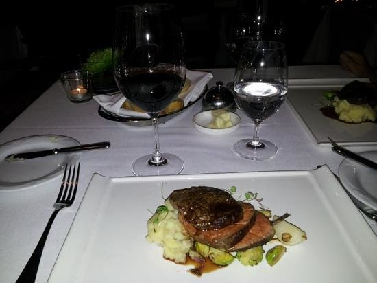 Peller Estates Winery Restaurant: Main course - beef striploin