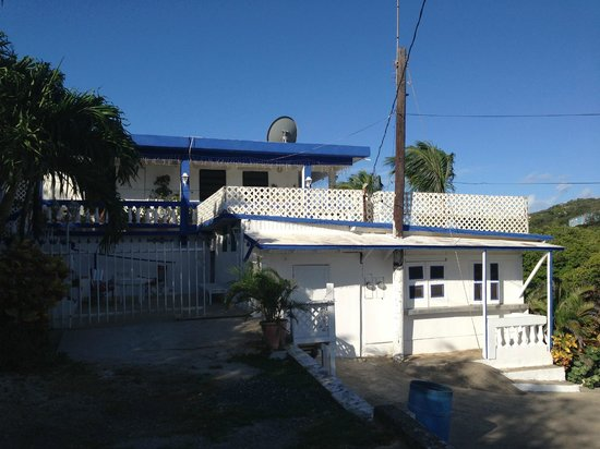 Culebra International Hostel: Hostel from outside.