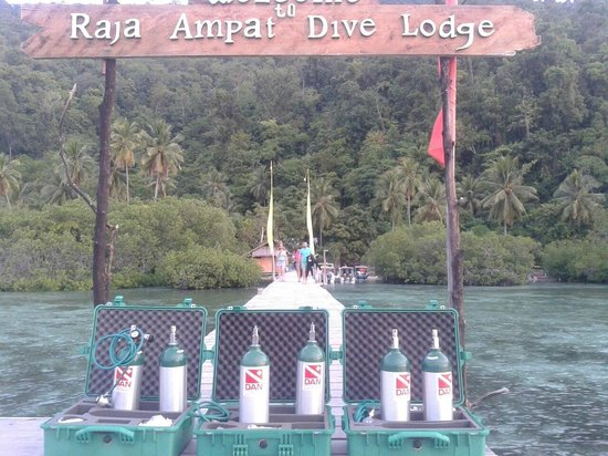 Raja Ampat Dive Lodge: DAN kit