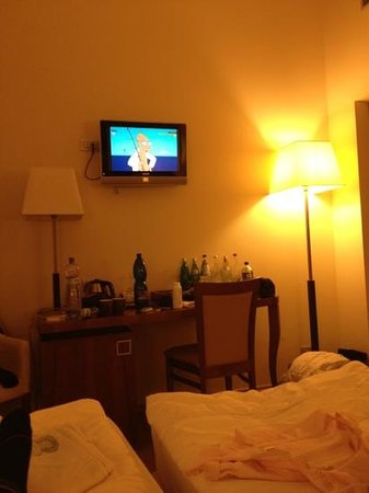 Hotel Sovereign: watching tv 