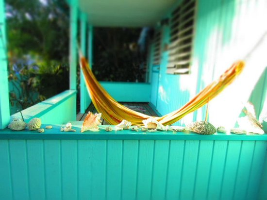 Casita Tropical: Our beautiful front porch, site of many relaxing naps.