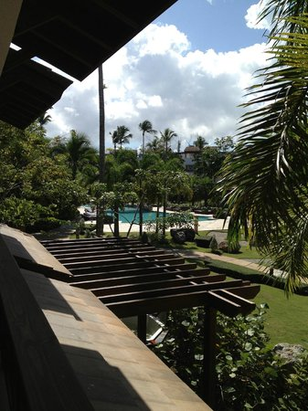 Xeliter Balcones del Atlantico: Looking out from balcony to the pool on the left.