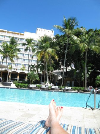 El San Juan Resort & Casino, A Hilton Hotel: Relaxing by the pool