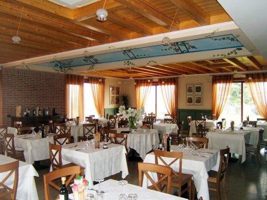 Cavaion Veronese, İtalya: La sala: piacevole e luminosa