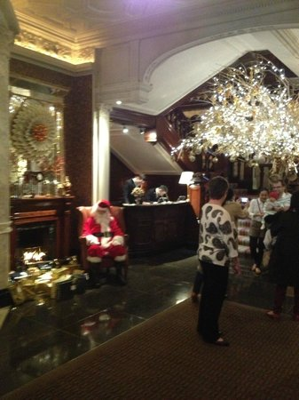The Connaught : Lobby for holiday entrance