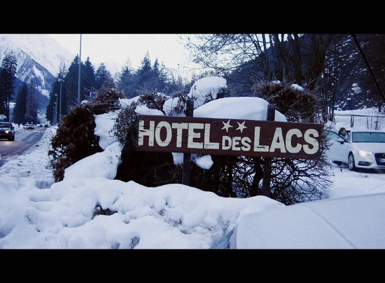 Lacs Hotel: Outside of hotel