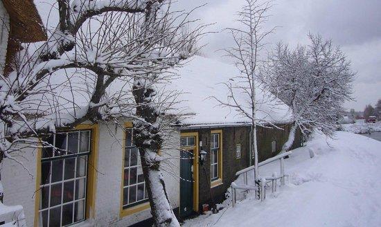 Rechthuis van Zouteveen: Front side B&B winter