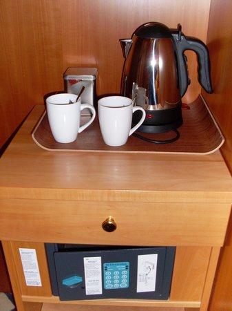 Relexa Hotel Stuttgarter Hof : Safe und Kaffezubereiter auf Zimmer