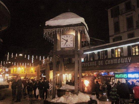 La Taverne de Chamouny : Exterior - great location, center of town