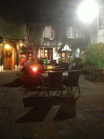 BEST WESTERN Red Lion Hotel: Delightful courtyard