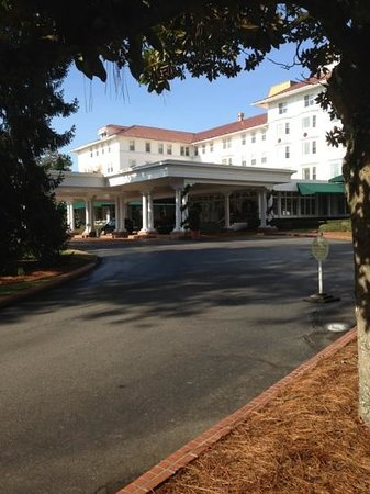 The Carolina Hotel - Pinehurst Resort: Such a grand entry.