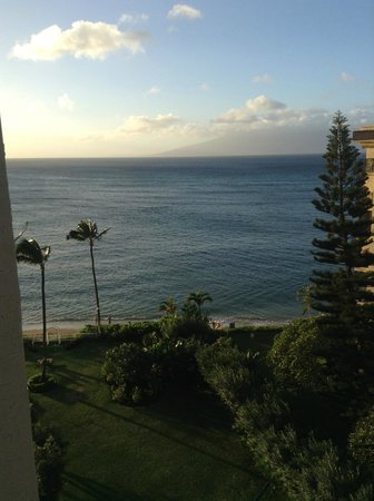 Royal Kahana : Sitting in the corner of the Lania - Rm 803