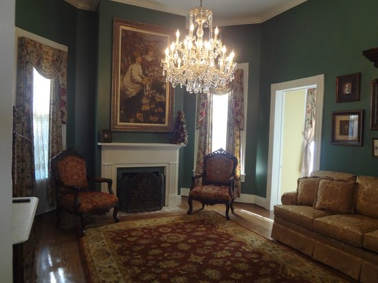 Maison Louisiane Historic Bed and Breakfast: Library Suite