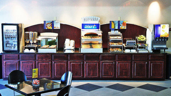 Holiday Inn Express Hotel & Suites Shreveport West: FREE HOT Breakfast Daily