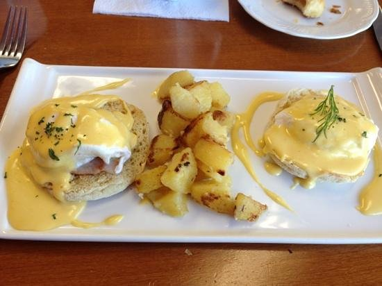 Bistro in Vivo: Eggs Benedict