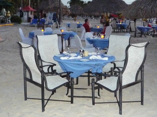 Aruba Marriott Resort & Stellaris Casino: Simply Fish Restaurant dining on the beach