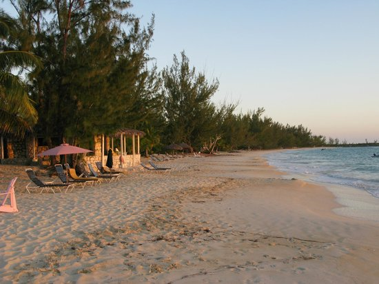 Fernandez Bay Village: Walking the beach