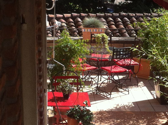 Villa Hedonia : sa terrasse arborée