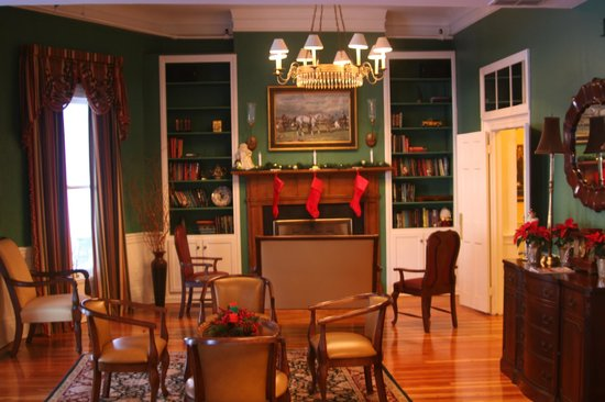 The Green Park Inn : The library decorated for Christmas