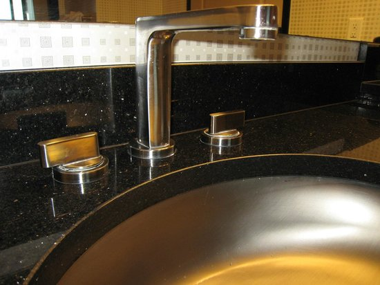 Elara by Hilton Grand Vacations: bathroom sink