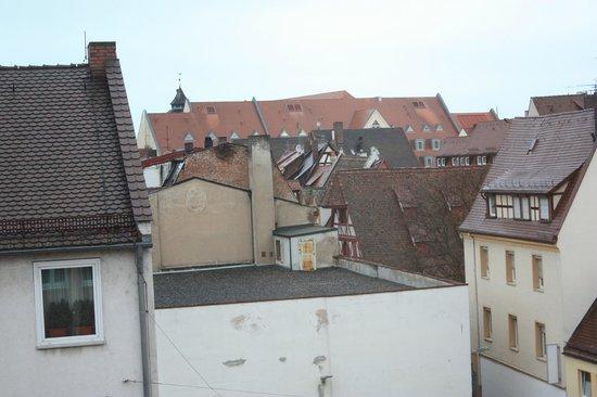 Hotel am Farbertor: vista desde las habitaciones sobre la calle