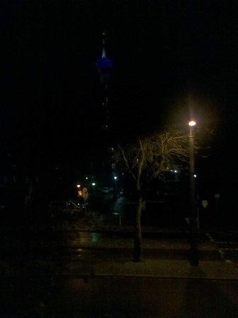 Kastens Hotel: Blick auf Funkturm und Polizei,