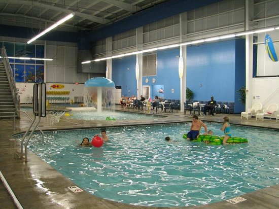Resort at Governor's Crossing: Indoor pools with basketball that was very popular!