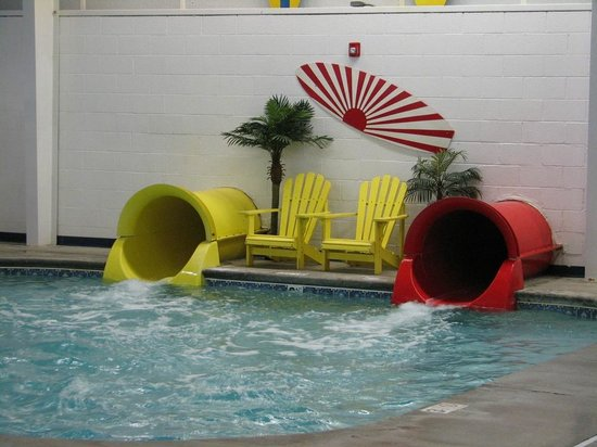 Resort at Governor's Crossing: Water slide splashdown
