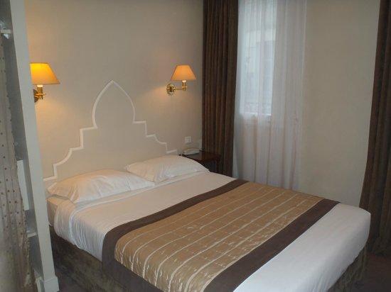 Hotel Magda Champs Elysées: Bed