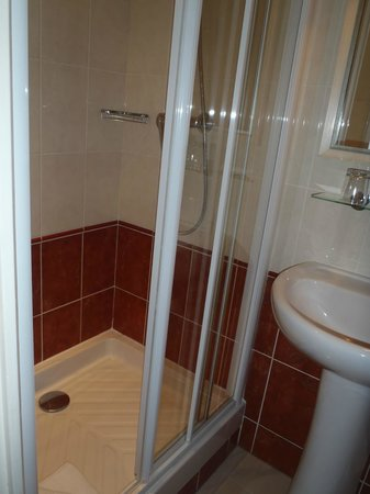 Royal Magda Etoile Hotel: Shower cubicle