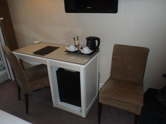 Royal Magda Etoile Hotel: Minibar